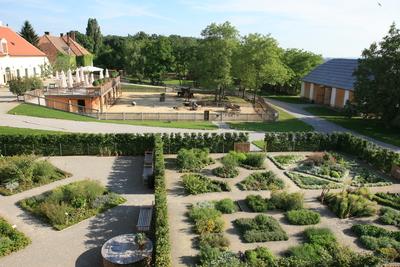 Kräutergarten und Streichelzoo Schloss Hof