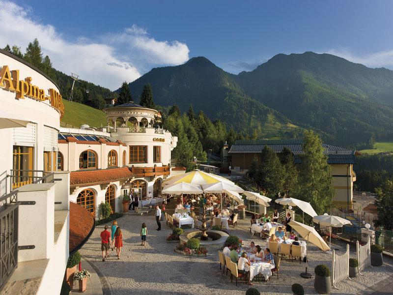 Alpinas Sonnenterrasse mit herrlichem Panoramablick