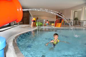 Kinderpool mit Wasserkanone und 90 cm Tiefe, Babybecken mit Rutsche und 20 cm Tiefe