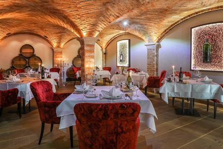 Candle Light Dinner & exklusive Menüs im Gewölbekeller