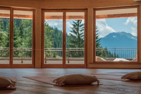 Alm Lounge mit Blick auf die Karnischen Alpen