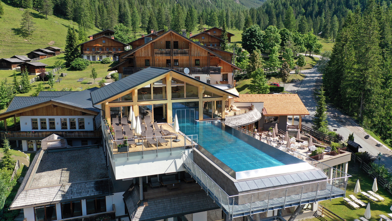Almwellness Resort Tuffbad Aussenansicht