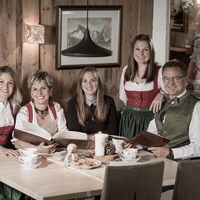 Gabi und Ernst Rieser mit ihren Töchtern Theresa, Alexandra und Patricia