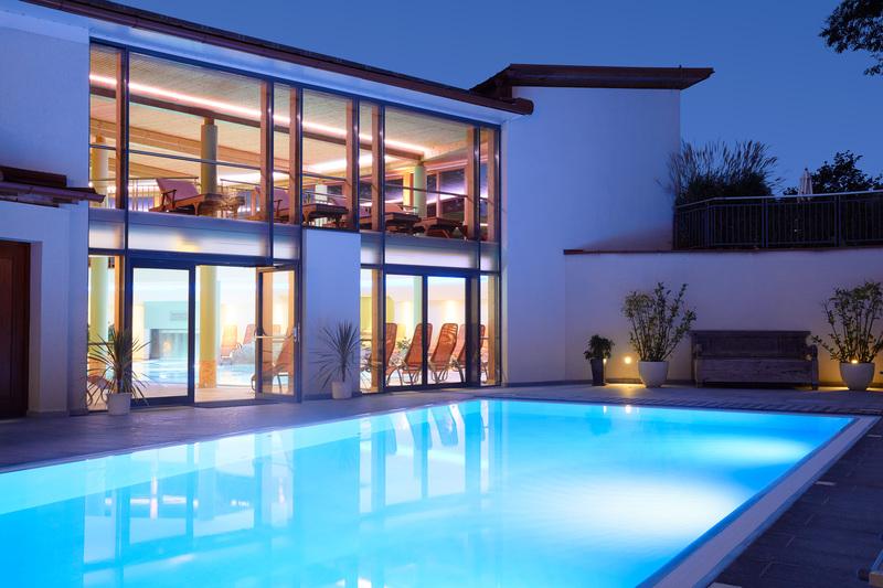 European-Ayurveda-Resort MANDIRA Styria_Spa_Aussenpool_Sommer01.jpg