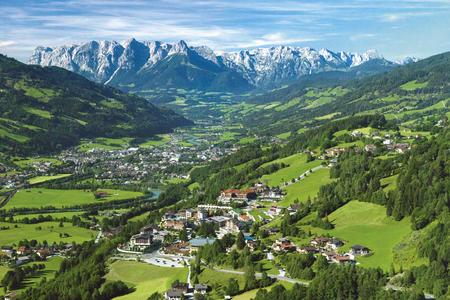 Alpendorf im Sommer
