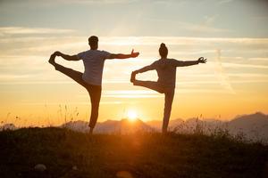 Yoga am BergSonnenaufgang