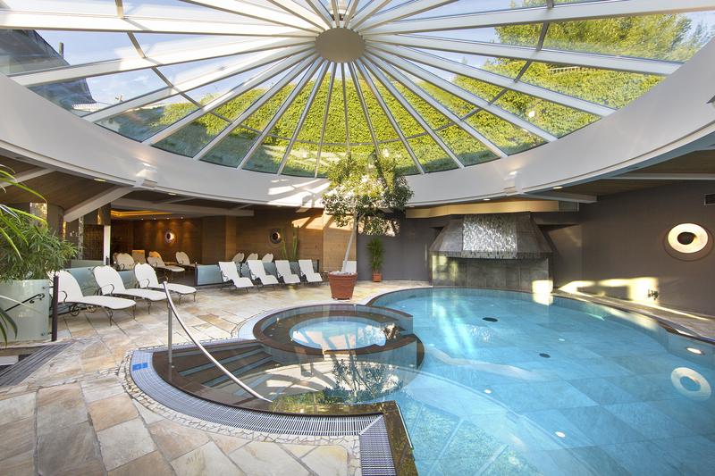 Badelandschaft Hallenbad indoor
