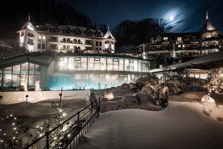 Hotel bei Nacht