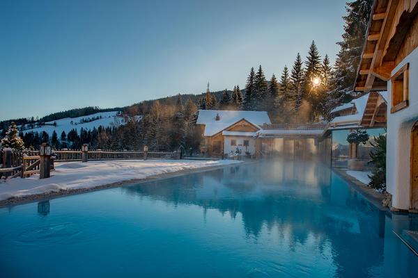 Beheiztes Sportschwimmbecken im Natur- und Wellnesshotel Höflehner